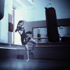 ボクシング 女子高校生 女子高生 女子 史上最年少 プロデビュー戦 17歳 四宮菊乃